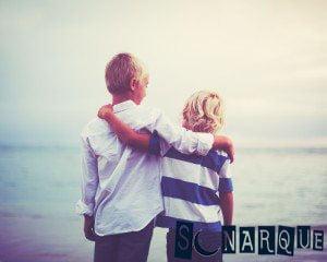 Soñar con hermanos abrazados