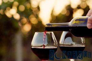 Soñar con vino tinto