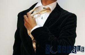 Soñando que quita la corbata