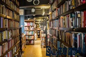 Soñando con una biblioteca vacía
