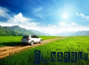 conduciendo por una carretera de tierra