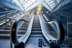 Soñar con una escalera mecánica