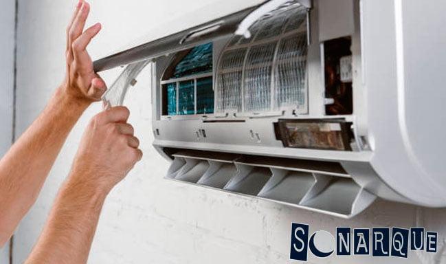 Limpiar o sustituir los filtros del aire acondicionado