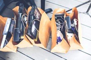 Soñar con bolsas de ropa