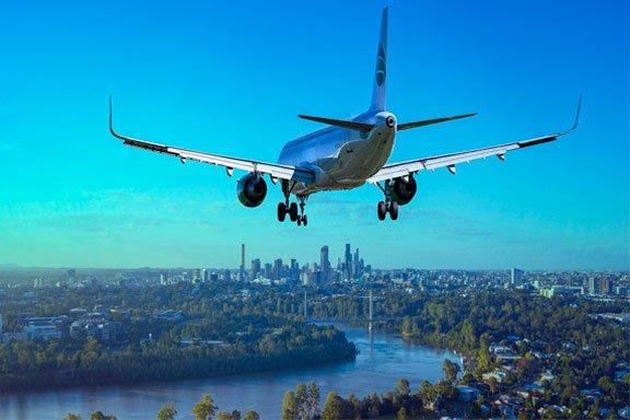 Sueño de un avión volando fuera de la ciudad
