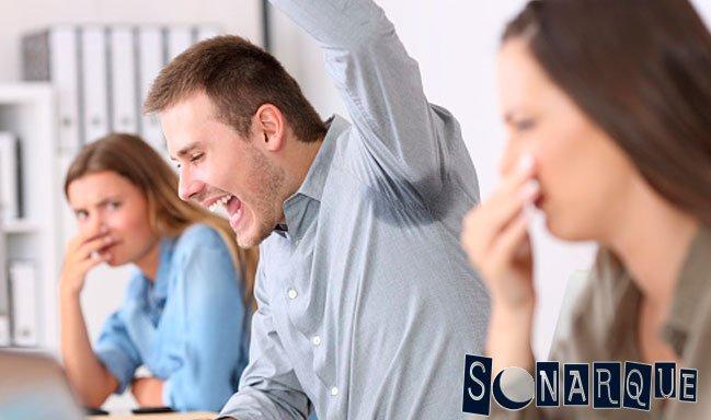como quitar el mal olor del sudor
